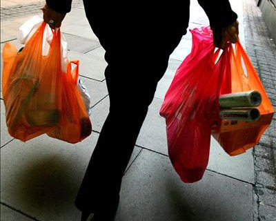 Piñera destaca ley que prohíbe uso de bolsas plásticas