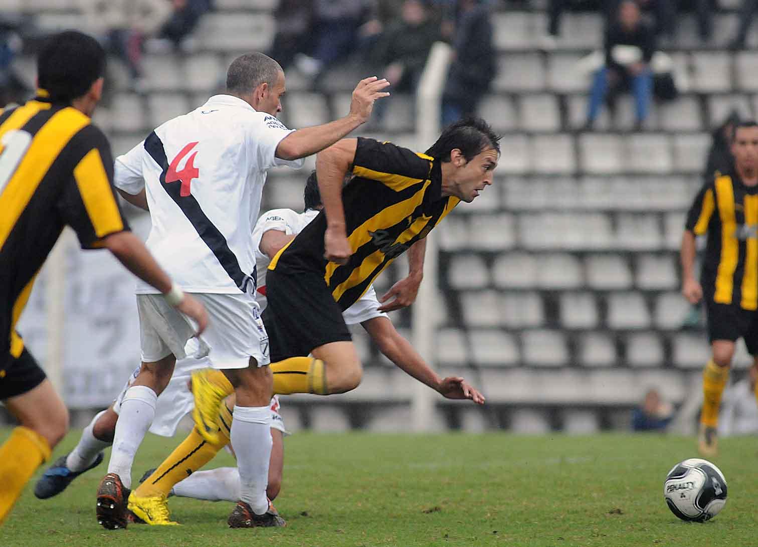 Resultado de imagen para Peñarol 2-1 Danubio 2010