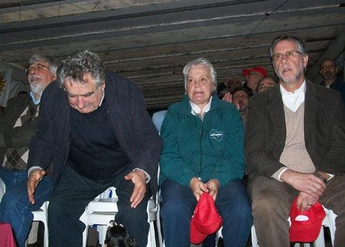 Muere 'Manuela', la perrita de tres patas del expresidente uruguayo José Mujica