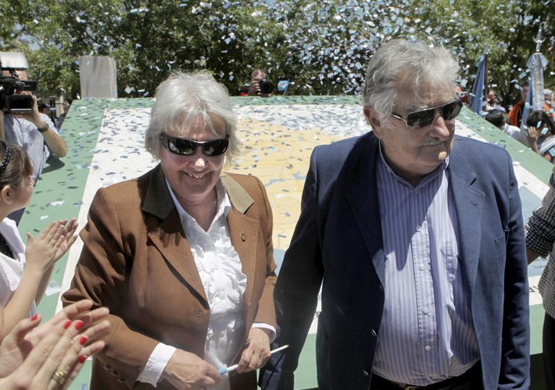Topolanksy no quiere a Mujica candidato a presidente