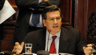 Bordaberry propone bajar sueldo de jerarcas y legisladores
