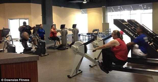 Un gimnasio que solo acepta clientes obesos - Espejos para gimnasio ...