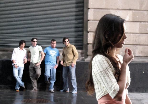 Mujeres denuncian acoso callejero en sitio web