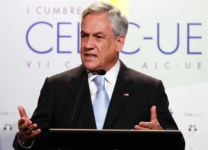 Manifestantes chilenos toman el comando presidencial de Piñera