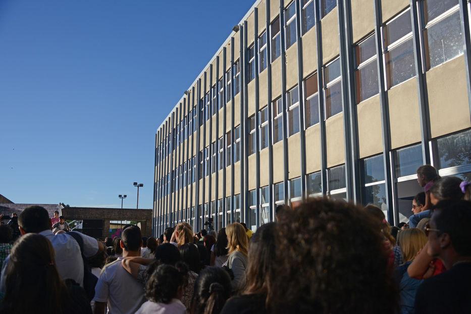 Profesores mantienen ocupación en el liceo 13