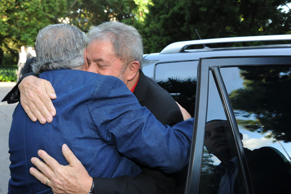 Más de 73.000 personalidades del mundo apoyan candidatura presidencial de Lula