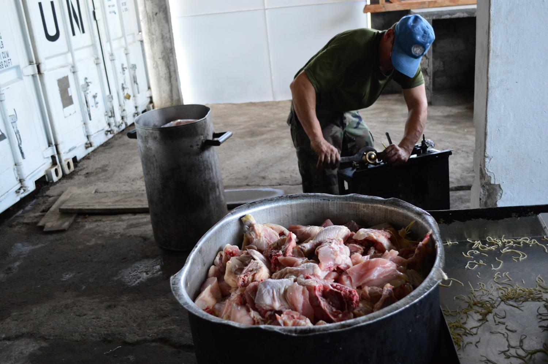 En las cocinas de la base uruguaya en goma for Cocinas montevideo
