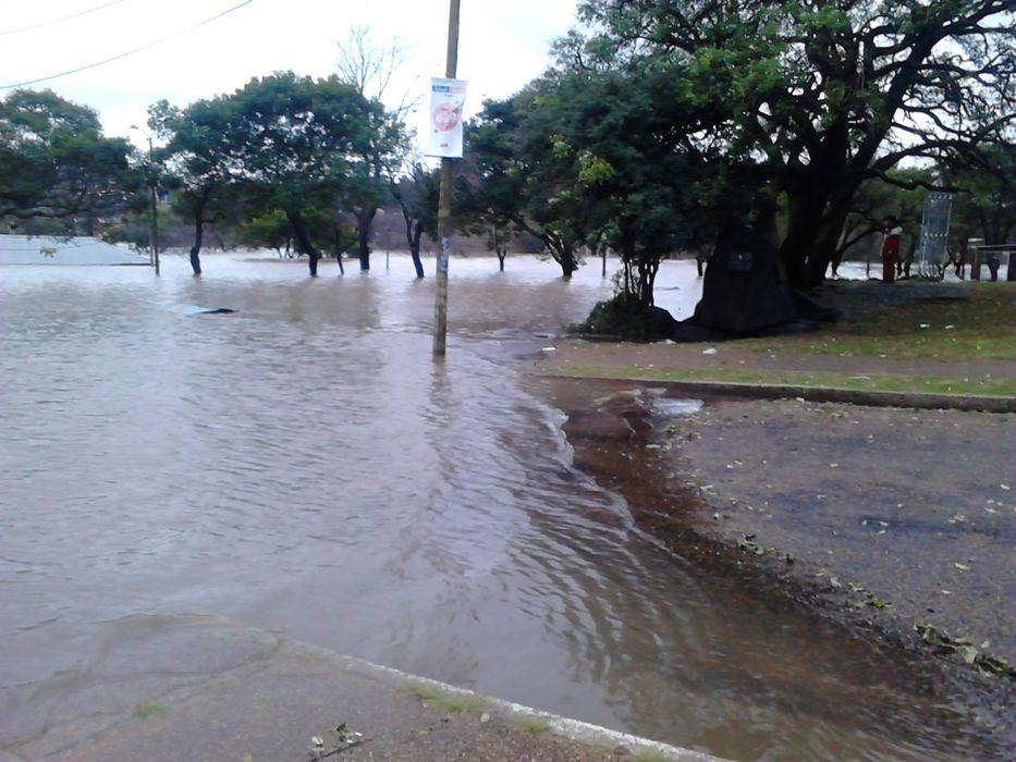 URUGUAY: Más de 100 desplazados y 6 rutas cortadas