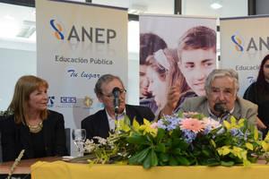 Mujica pidió que sigan las autoridades de la educación