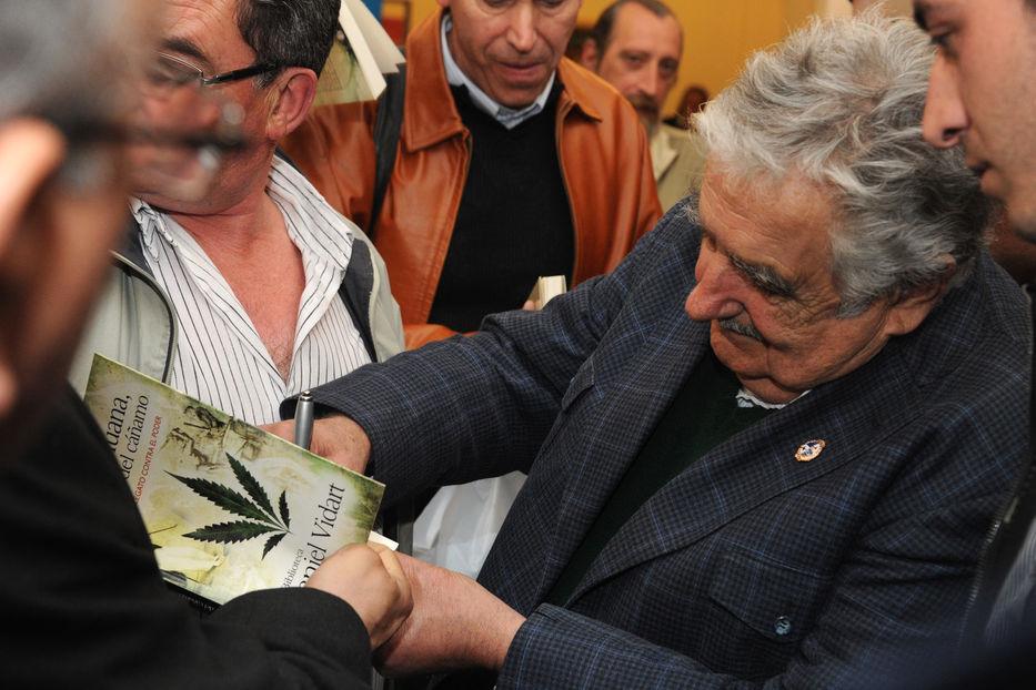 Gobierno sigue sin encontrar solución a rechazo de bancos — Marihuana en Uruguay
