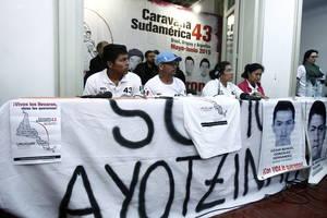 La Caravana de compañeros y familiares de los desaparecidos en Ayotzinapa llegó a Montevideo