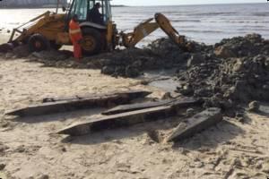 IM realizó limpieza en Playa pocitos y desenterró restos de antiguo hotel