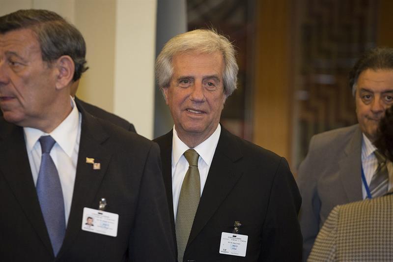 Vázquez traspasó mando presidencial a Lucía Topolansky