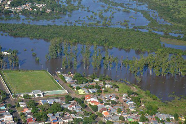 Intensas lluvias en Uruguay dejan 66 desplazados y 4 carreteras cortadas