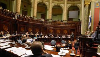 Debate candente en el Senado por aumento a IRPF
