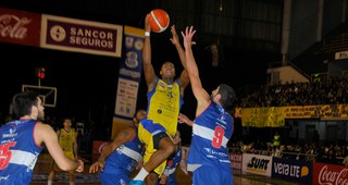 LUB: Hebraica Macabi ganó la quinta final ante Defensor Sporting y acaricia el título