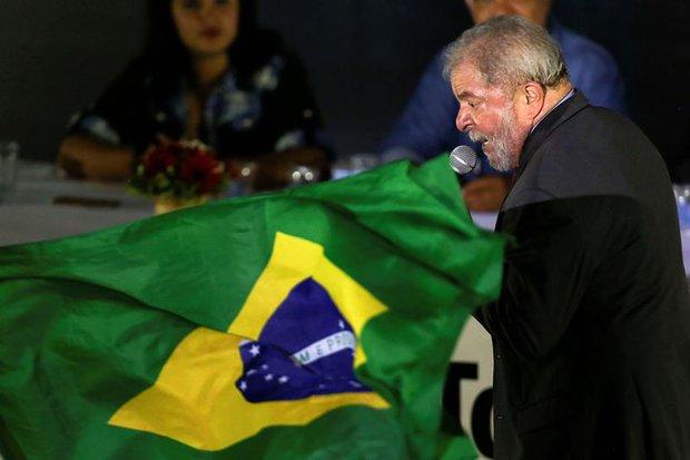 Policía de Brasil inculpa a Lula por corrupción y lavado de dinero