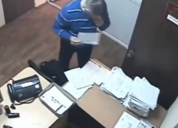 Rusia:Filman abogado comiendo la evidencia contra su cliente