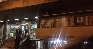 Hinchas de Peñarol se movilizaron frente a la Asociación Uruguaya de Fútbol