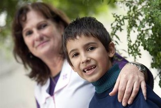 Perdió su diente en la escuela, pero certificado de una maestra convenció al Ratón Pérez