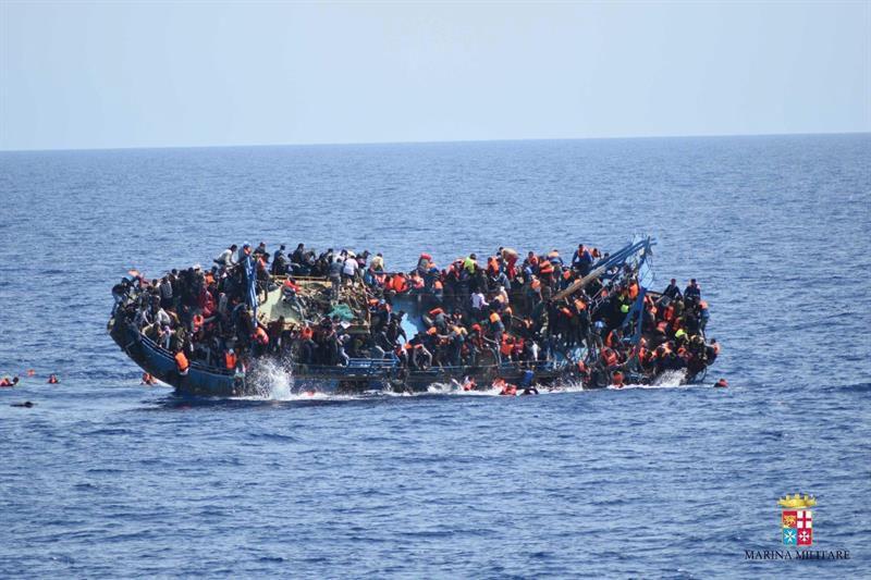 Italia cerraría puertos si UE no ayuda con migrantes