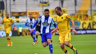 Peñarol está perdiendo 1-0 frente al Deportivo La Coruña en el Estadio Campeón del Siglo.