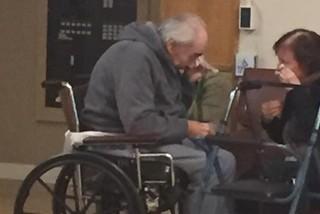 La foto y la historia de una pareja de ancianos que conmovió a las redes sociales