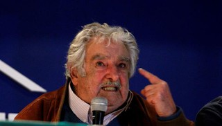 """Mujica: """"Brasil y Argentina están cagando arriba de la mesa, parecen repúblicas bananeras"""""""