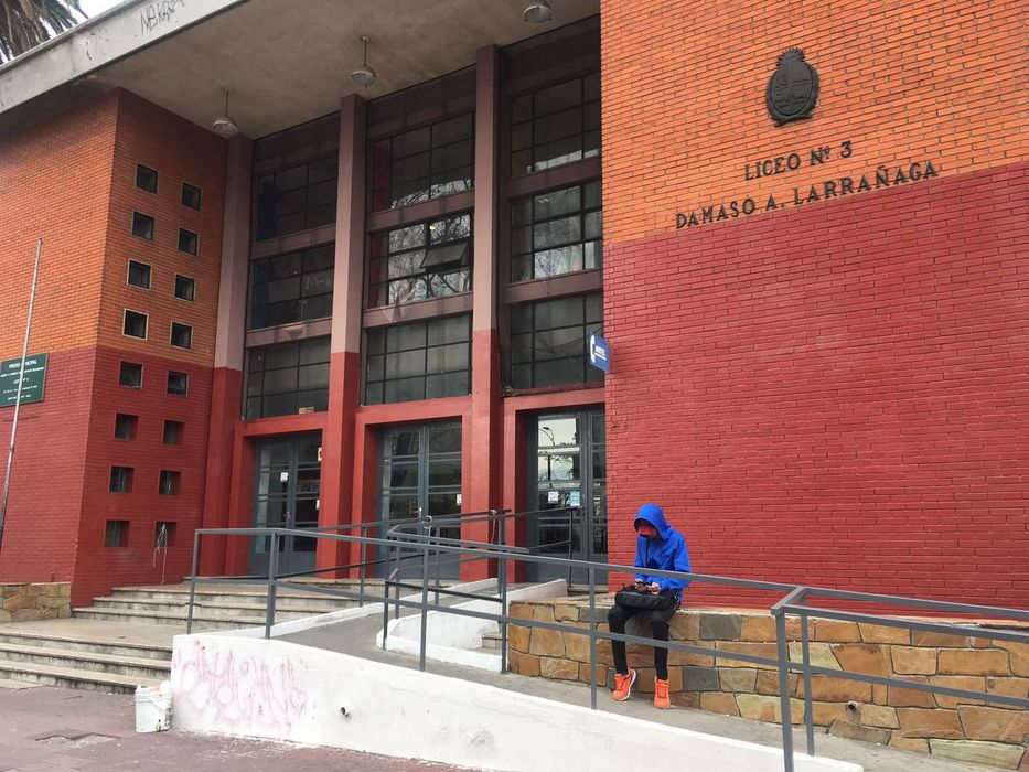 URUGUAY: Paro nacional de 24 horas en la educación pública por Rendición