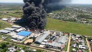 Incendio en Barros Blancos sigue sin ser controlado