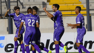 Defensor Sporting venció 2-0 a Peñarol en el CDS con goles de Cabrera y Bueno