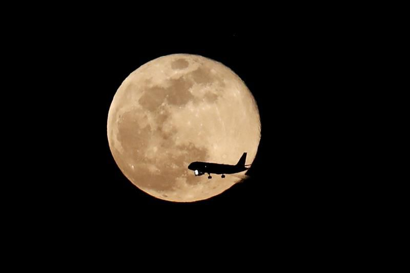 Controladores aéreos realizarán paro a partir del lunes
