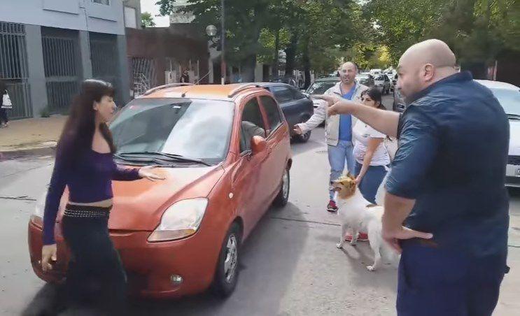Así increparon a una mujer que había abandonado recién a su mascota