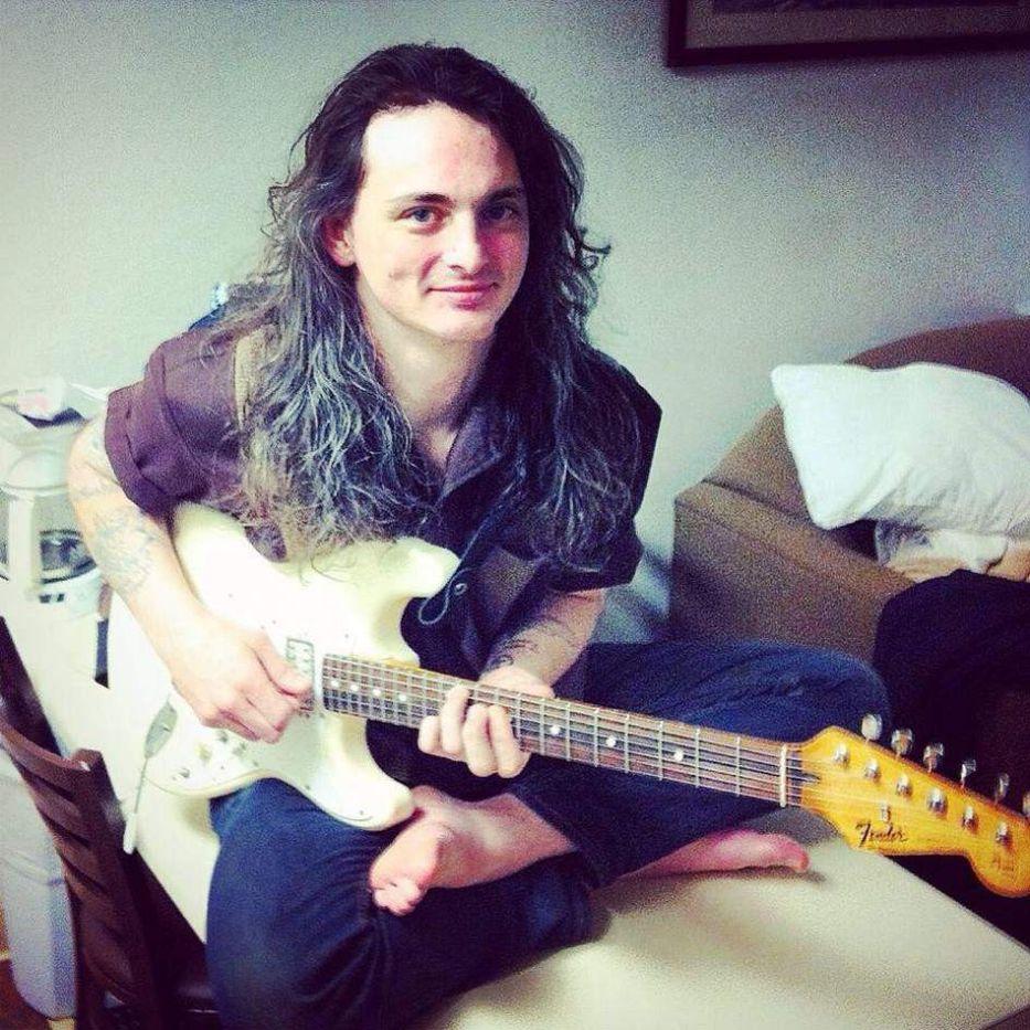 Joven músico se prendió fuego y lo transmitió en vivo — Facebook