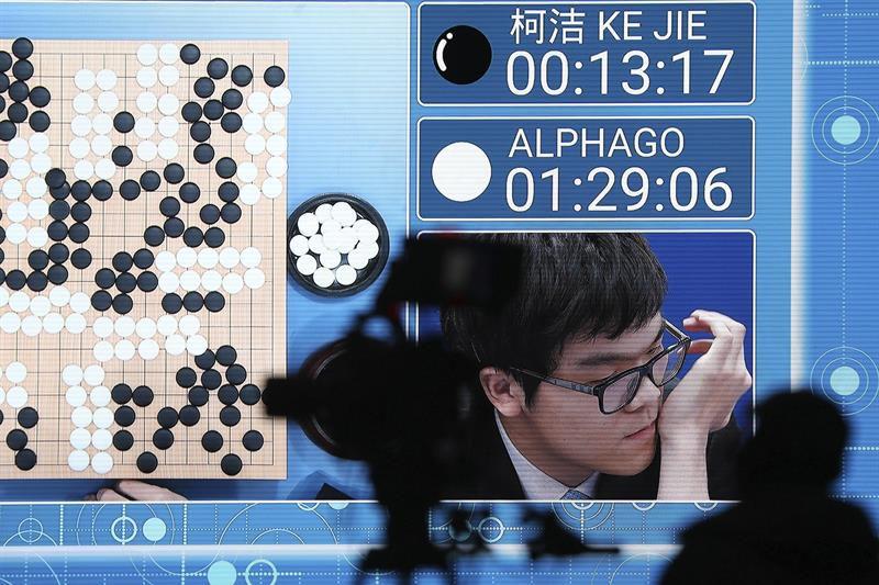 AlphaGo vuelve a ganar al ser humano en un juego mental
