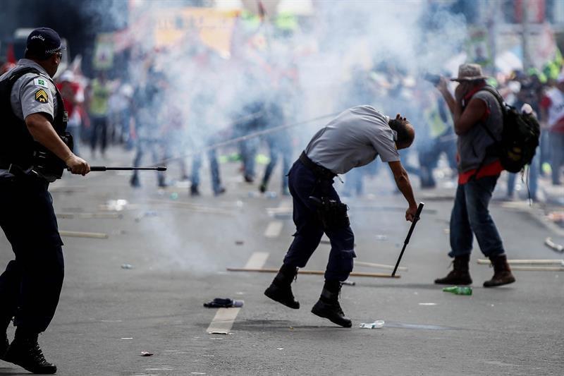 Temer despliega tropas para contener disturbios en Brasil