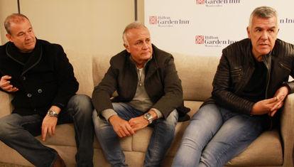 Tres tipos haciendo el humor