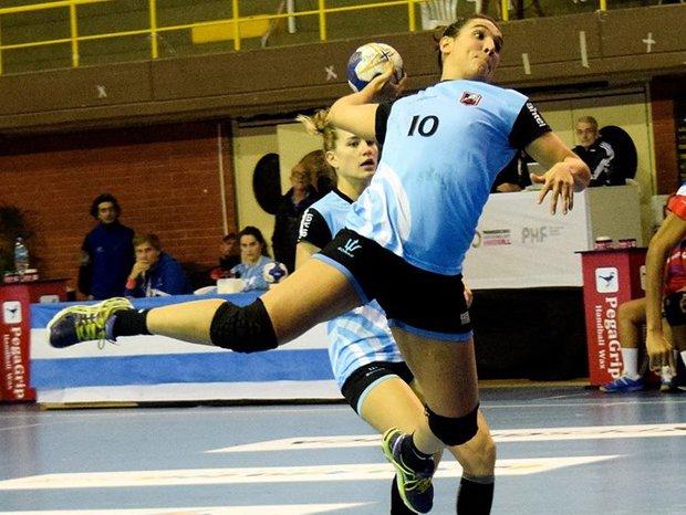 Viviana Ferrari en acción ante Argentina. Foto: Gentileza Das Handball