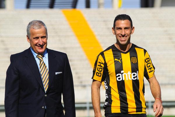 Resultado de imagen para maxi rodriguez Peñarol