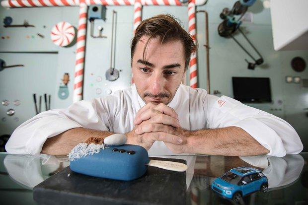 El chef Jordi Roca con uno de los helados de la edición especial Citroën (Fotos: difusión)