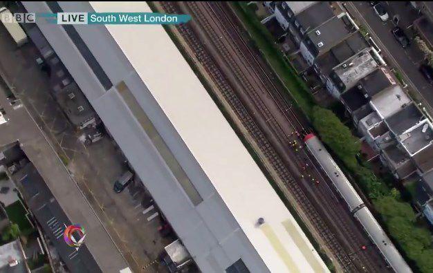 Testigos captan un cubo en llamas en el metro — Explosión en Londres