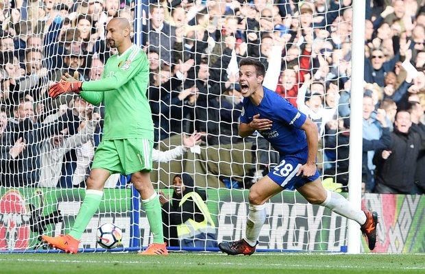 Cesar Azpilicueta fetsejando uno de los goles del Chelsea. Foto EFE l FACUNDO ARRIZABALAGA