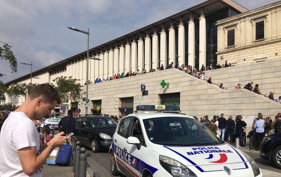 Reportan ataque con cuchillo en estación de tren en Francia