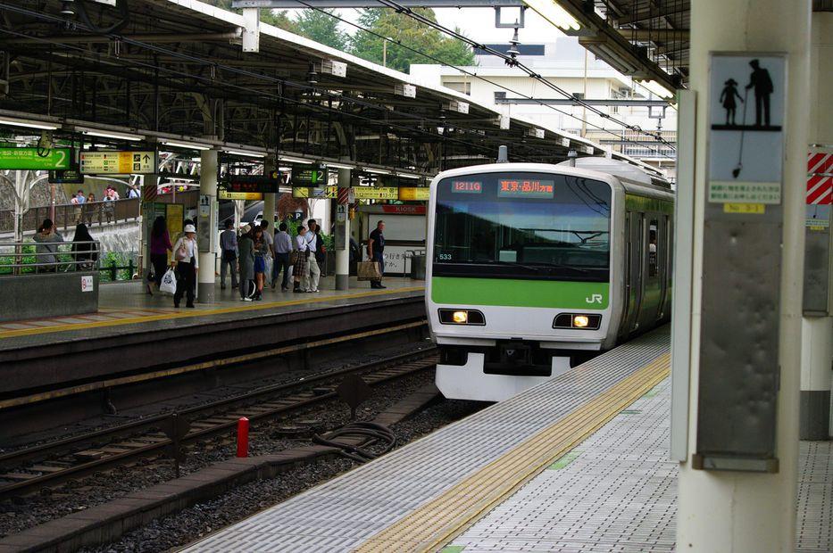 Una ferroviaria japonesa se disculpa por salir 20 segundos antes