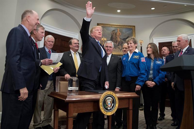 Trump quiere que un estadounidense pise la Luna otra vez
