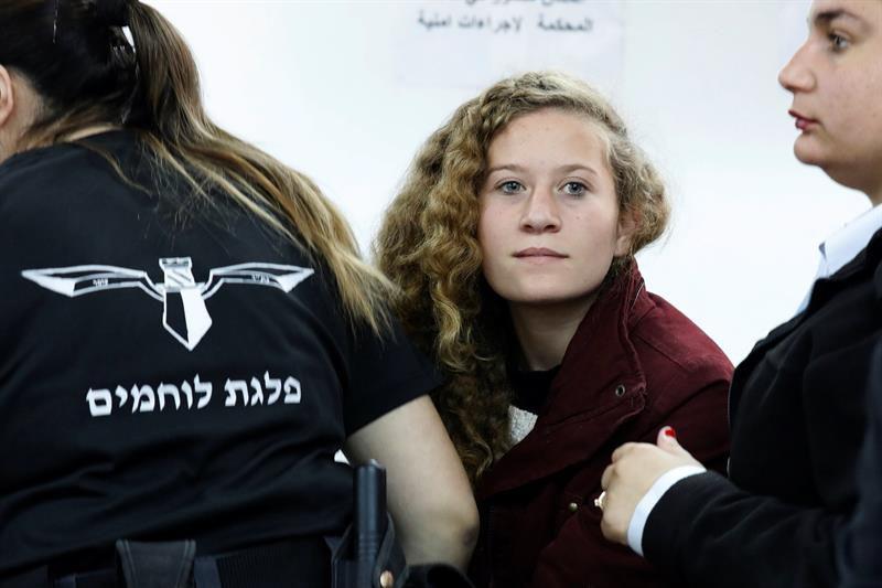 Israel libera a la adolescente que abofeteó a dos soldados israelíes
