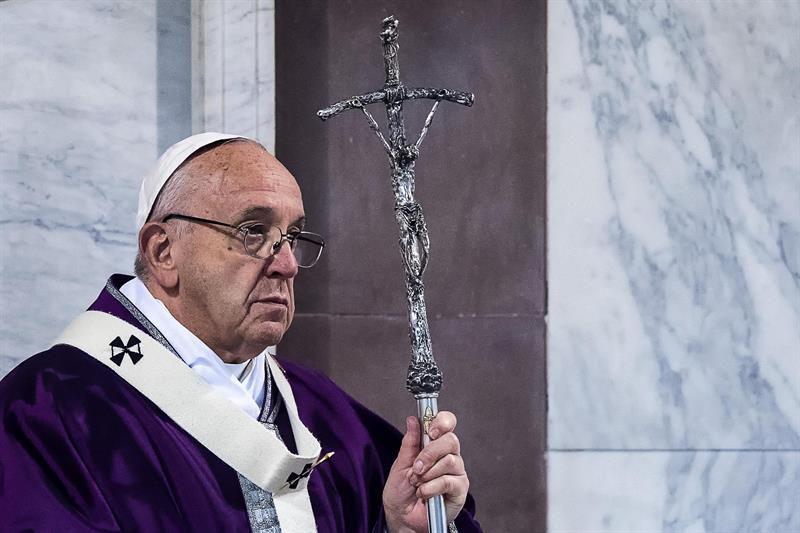 Papa Francisco revela que se reúne con las víctimas de sacerdotes pedófilos