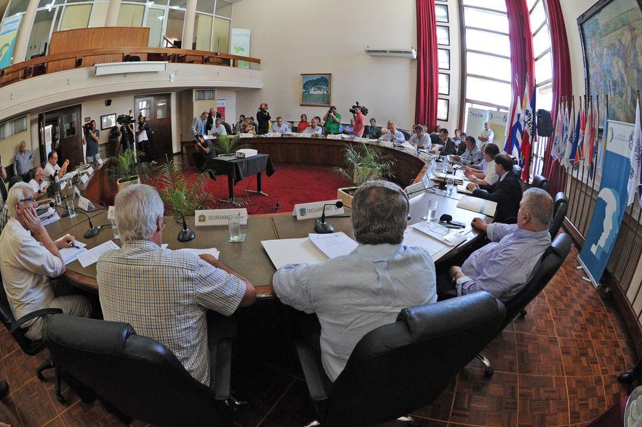 No hubo acuerdo e intendentes postergaron discusión sobre amnistía a deudores