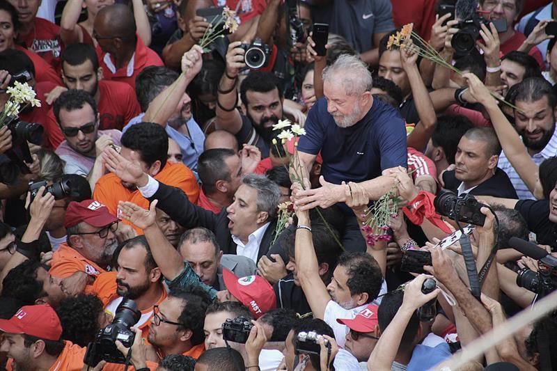 Brasil: expresidente Lula Da Silva pasó la noche en la cárcel