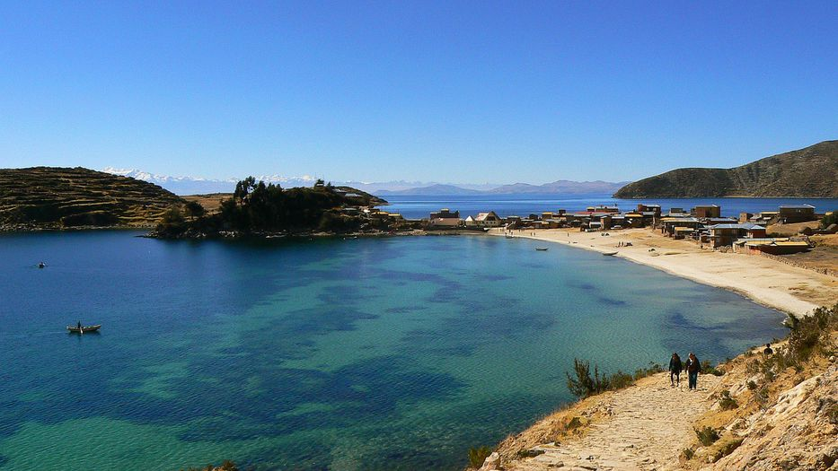 Buscan a un argentino que cayó al lago Titicaca